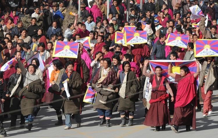 Protestuojančių vienuolių eisena. 2008 m. Kovo 14 d. Gansu provincija