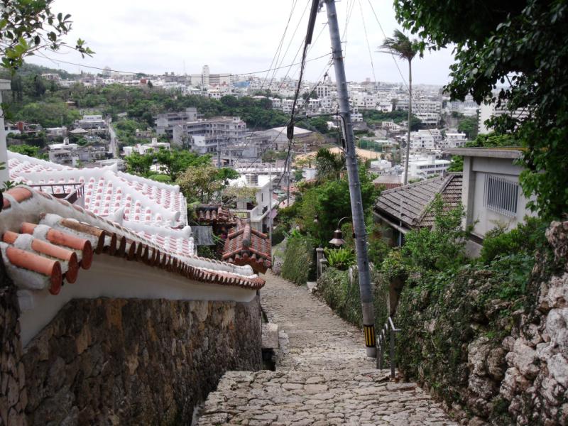 Istorinė akmenimis grįsta gatvelė Išidatami
