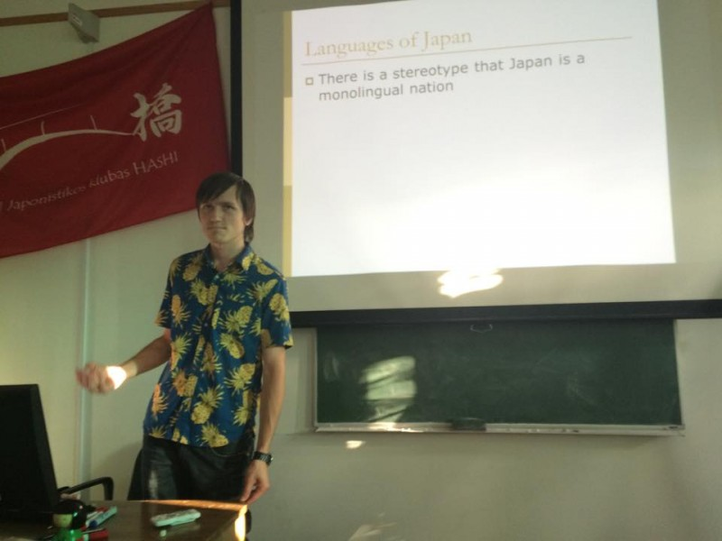 "Presentation about Island Languages Day in VMU Japanese culture club ""Hashi"""