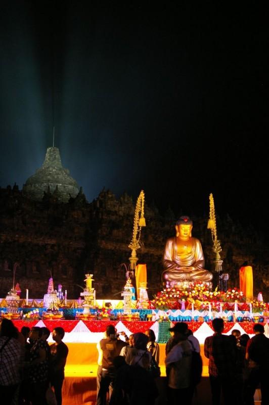 Vaisak šventė Borobudur šventykloje, Jogjakartoje