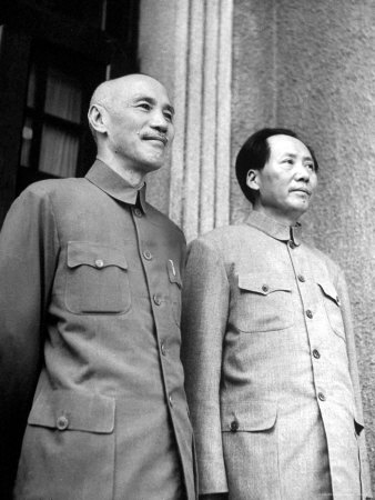 Mao Zedong (on the right) and Chiang Kai-shek (on the left).