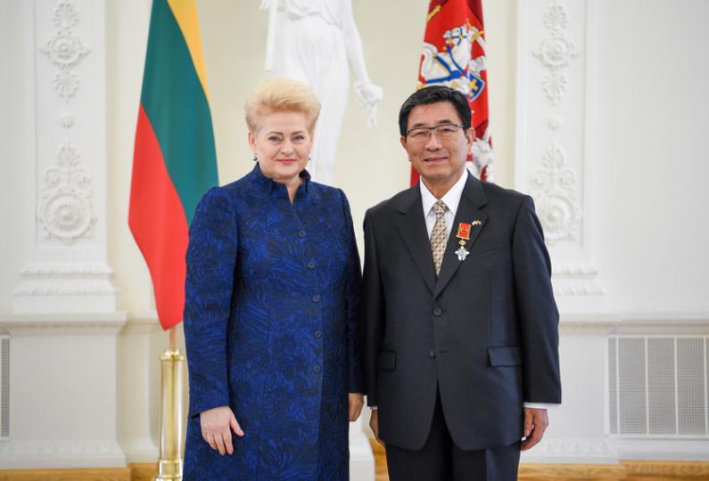 Lietuvos respublikos prezidentė Dalia Grybauskaitė ir Gifu prefektūros gubernatorius Hajime Furuta.